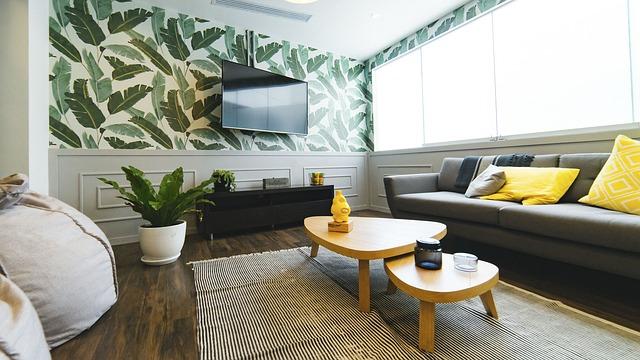 televize na stěně