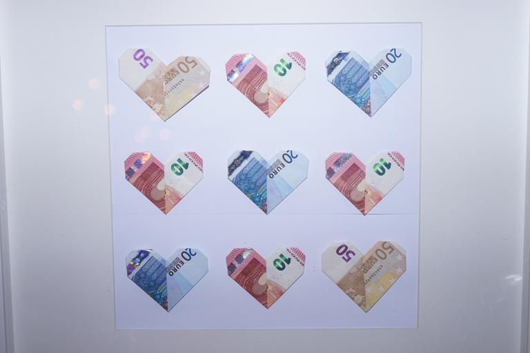 srdíčka z bankovek